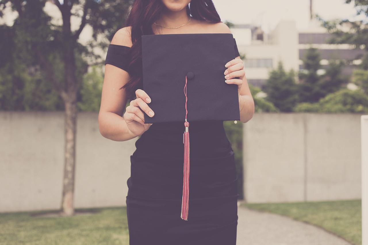 graduation-2613180_1280